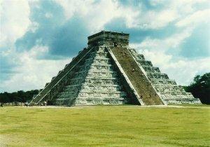 el-castillo-kukulkan-pyramid