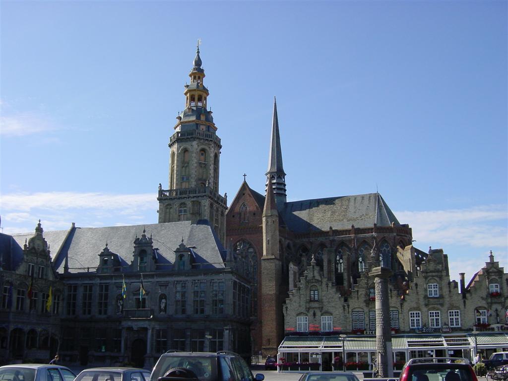 Veurne - large church again