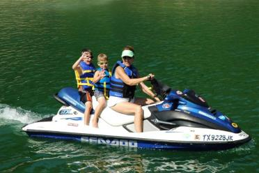 matt-nick-and-suzanne-take-a-first-jetski-ride