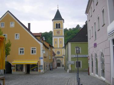 church-off-main-square-in-berlengenfeld