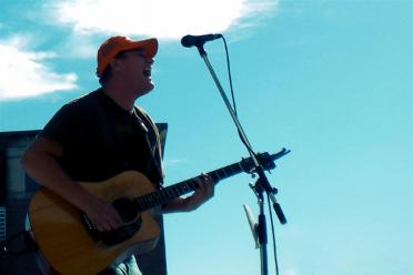 Lucas Cook performs at LN tailgate (1)