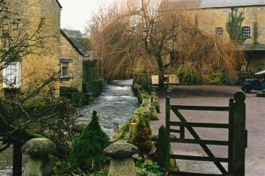 Bourton-on-the-water stream